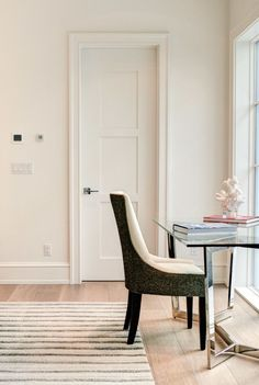 Деревянные двери межкомнатные (66 фото) - правила грамотного выбора http://happymodern.ru/derevyannye-dveri-mezhkomnatnye-64-foto-pravila-gramotnogo-vybora/ Филенчатые двери очень прочные и надежные