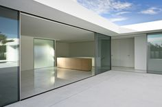 Atrium House Casa Del Atrio by Fran Silvestre Arquitectos 17 Minimalist Architecture, Contemporary Architecture, Architecture Details, Interior Architecture, Interior Design, Interior Paint, Modern Contemporary, Minimalist Window, Modern Minimalist