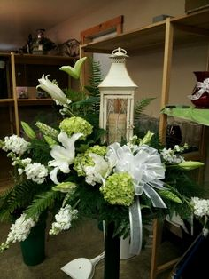 45 Beautiful Funeral Arrangements Ideas Easy To Make It 083 Grave Flowers, Cemetery Flowers, Church Flowers, Funeral Flowers, Wedding Flowers, Arrangements Funéraires, Funeral Floral Arrangements, Candle Lighting Ceremony, Funeral Sprays