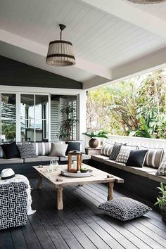 6 outdoor style tips to upgrade your summer entertaining : For the best outdoor dining, outdoor furniture and outdoor entertaining, Home Beautiful magazine Editor-in-chief Wendy Moore gives us her 6 essential tips Outdoor Seating Areas, Outdoor Rooms, Outdoor Dining, Outdoor Decor, Outdoor Sofa, Ikea Outdoor, Veranda Design, Patio Design, House Design