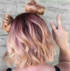 "27 Rose Gold Hair Color Ideas That Make You Say ""Wow!"", Rose Gold Hair Color Gold Pink Hair Colors Fashion for certain colors and shades can walk in a circle for several years or regularly come back into us. Hair Dye Balayage, Ombre Hair, Dye My Hair, New Hair, Blorange Hair, Hair Tips Dyed, Curls Hair, Cabelo Rose Gold, Pastel Pink Hair"