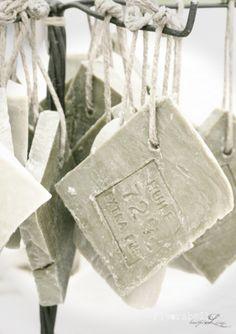 Soap on a rope - Savon - Soap Diy Savon, Savon Soap, Lye Soap, Castile Soap, Glycerin Soap, Soap Molds, French Soap, Soap On A Rope, Soap Display