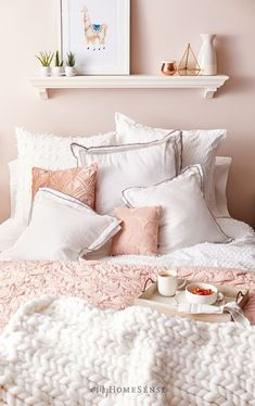 Pink And Gold Room Decor Ideas from i.pinimg.com