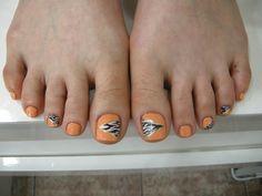 Uñas en tonalidades naranjas, la mejor forma de estar a la moda, dale un toque diferente con un diseño original, encuentra más diseños en http://www.1001consejos.com/belleza