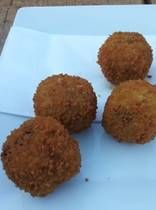 The Essential Recipe for Amsterdam's Dutch Beef Bitterballen - Bitterballen – Dutch meat 'croquet' type snacks, breaded and deep fried, perfect with ice-col - Cuban Recipes, Dutch Recipes, Snack Recipes, Cooking Recipes, Bavarian Recipes, Appetizer Recipes, Dutch Croquettes, Croquettes Recipe, Bitterballen Recipe