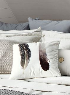 Shop internationally renowned brands at Simons Maison. Discover new home decor collection signed by Simons Maison. Bed Pillows, Cushions, Feather Pillows, New Condo, New Room, Home Decor Bedroom, Decoration, Rustic Decor, Velvet