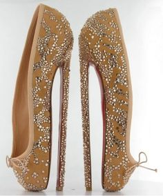 Louboutins ballet stiletto, why this fashion makes us happy? Because we don't have to wear them! (but they're still pretty)