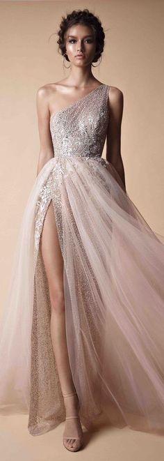 As roupas mais bonitas para o baile de formatura vestido de baile - idéias - fotos - Mode - Vestido de Festa Elegant Dresses, Pretty Dresses, Elegant Evening Gowns, Long Gown Elegant, Evening Gowns Couture, Gorgeous Prom Dresses, Classic Dresses, Gorgeous Dress, Casual Dresses