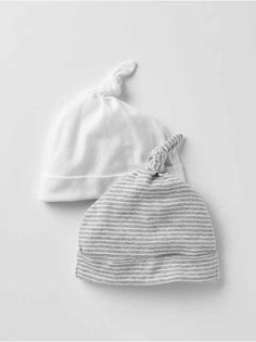 Welcome home baby with the softest newborn clothes from Gap. Shop newborn baby clothes that are cotton and adorable. Newborn Baby Photos, Baby Boy Newborn, Baby Girls, Toddler Girl Outfits, Kids Outfits, Boho Baby Clothes, Baby Girl Hair Bows, Baby Boy Hats, Girls Hats