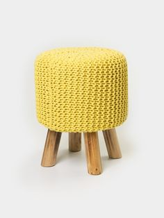 Puff Crochet c/ Pé de Madeira Amarelo   Collector55 - Loja de Decoração Online - Collector55 38cm altura 296,00