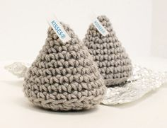 Hershey Kiss Crochet Pattern ... How about some of these sweet treats (and sugar free too!) ... #crochet #ValentinesDay
