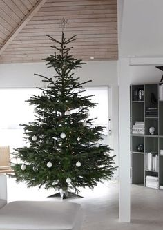 This year we went for a huge Christmas tree, and I really love it! It´ actually 3,5 m high, so it´ almost up to the ceiling. As we don´t have The post Our Christmas tree appeared first on Stylizimo.