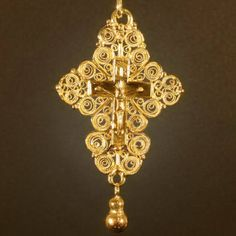 Mid 18th Century gold filigree cross with crucifix