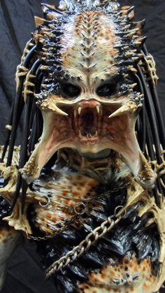 Blood Lord Predator Paint 2 by hwmilkman (sculpted & painted. Alien Vs Predator, Predator Cosplay, Predator Movie, Predator Alien, Les Aliens, Giger Alien, Dragons, Art And Hobby, Caricature Artist
