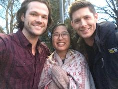 """Jensen and Jared on set with a lucky fan pic credit @thesweetmistery on twitter  @jensenackles…"""""""