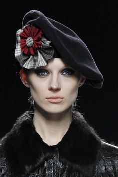MIGUEL MARINERO beret with cocarde #millinery #judithm #hats