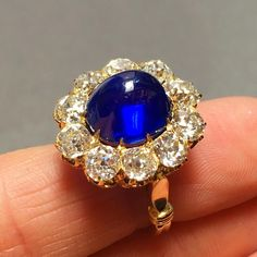 Kashmir crush This dreamy cabochon Kashmir sapphire of 7.13 carats, surrounded by old brilliant-cut diamonds,