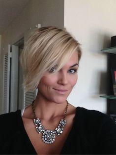 Loving my short hair !!