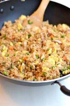 Super easy fried rice with egg. Better than takeout and quick to make at home. A great family friendly dinner idea! Super easy fried rice with egg. Better than takeout and quick to make at home. A great family friendly dinner idea! Fried Rice With Egg, Making Fried Rice, Pork Fried Rice Easy, Hibachi Fried Rice, Japanese Fried Rice Recipe Easy, Shrimp Fried Rice, Simple Fried Rice, Healthy Fried Rice, Chicken Fried Rice Recipe With Egg