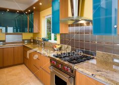 In order to get the optimal result in utilizing glass tile for backsplash, then glass tile backsplash ideas are essentially required to achieve the highest rank of beauty and value Glass Backsplash Kitchen, Kitchen Cabinetry, Kitchen Backsplash, Backsplash Ideas, Kitchen Colour Schemes, Kitchen Colors, Color Schemes, Kitchen Wood Design, Kitchen Designs