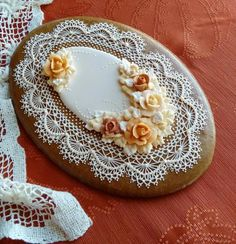 Fall Elegance - oval with roses in soft autumn colors, edged with delicately piped crocheted lace. Lace Cookies, Mother's Day Cookies, Easter Cookies, Royal Icing Cookies, Cupcakes, Cupcake Cookies, Sugar Cookies, Cookie Desserts, Cookie Recipes