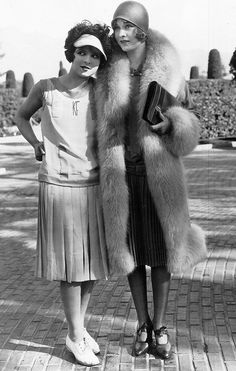 silentmovies: Clara Bow and Esther Ralston era sportswear day dress drop waist casual movie star snapshot vintage fashion style print ad outfit suit skirt top shirt pleated 30s Fashion, Art Deco Fashion, Fashion History, Retro Fashion, Vintage Fashion, Roaring 20s Fashion, 1920s Fashion Women, Fashion Hats, Womens Fashion