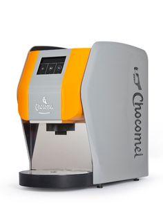 Voor het merk Chocomel ontwikkelden MMID, Friesland Campina en Zwitserse koffiemachinefabrikant Aequator een Chocomel-machine.
