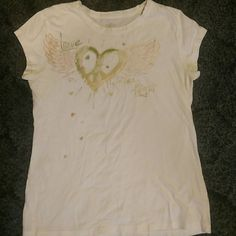 "Mudd T-Shirt Really cute mudd t-shirt! Says ""love takes flight"". Has minimal piling. This is a girls XL but fits like a small. Get this shirt free with any Jean purchase! Just comment that you want the t-shirt before you buy the jeans! :) Mudd Tops Tees - Short Sleeve"