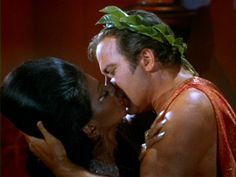 The kiss between Nichelle Nichols (Lieutenant Uhura) and William Shatner (Captain Kirk) on Star Trek was the first interracial black-white kiss on a scripted non-variety television show on US TV. Nichelle Nichols, Star Trek Show, Star Wars, Star Trek Original, William Shatner, Indiana Jones, Romance, Science Fiction, Star Trek