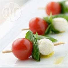 Serve your Caprese salad on toothpicks for a fun, easy appetizer. It takes just a few minutes to thread mozzarella balls, cherry tomatoes, and fresh basil leaves onto the picks and drizzle with olive oil. Quick And Easy Appetizers, Easy Appetizer Recipes, Potluck Recipes, Vegetarian Recipes, Cooking Recipes, Easy Potluck Side Dishes, Caprese Appetizer, Caprese Salad, Tomato Caprese