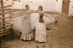Autochrome: Melville Chater. Two young Indian girls carry sugar cane. Durban, Union of South Africa.