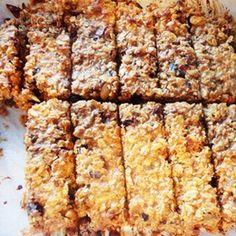 Domáce musli tyčinky Granola, Banana Bread, Nom Nom, Cheesecake, Deserts, Food And Drink, Nutrition, Healthy Recipes, Snacks