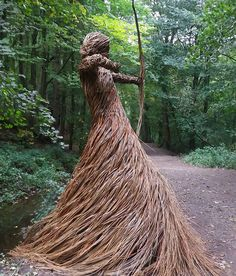 This Artist Releases Beautiful Woven Sculptures Into The Forests Of NorthYorkshire https://t.co/lYgE7oKrUa https://t.co/JHojFLL3d8