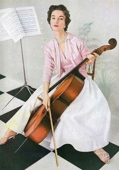 Evelyn Tripp April Vogue 1953 Wearing pink and white seperates by Tina Leser, combining cashmere, satin and piqué. Vintage Dresses, Vintage Outfits, 1950s Dresses, Vintage Clothing, Cello Art, Fifties Fashion, Fashion Vintage, Fifties Style, Pin Up
