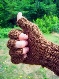 free pattern. Knit fingerless gloves with half fingers. thumb by JAKrabbit11, via Flickr
