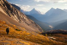 Find out what the best day hikes in Canmore and Kananaskis country are. From simple half day hikes to easy full day scrambles. Hiking Photography, Mountain Photography, Mountain Trails, Mountain Hiking, Canadian Travel, Canadian Rockies, Canada Mountains, Alberta Travel, Best Hikes