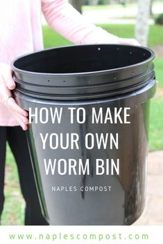 Composting Hacks How to Make Your Own Worm Composting Bin - Naples Compost Composting Process, Worm Composting, Garden Compost, Veg Garden, Diy Compost Bin, Compost Tea, Garden Beds, Worm Farm Diy, Organic Gardening