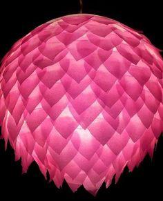 Boule chinoise et confettis cœurs