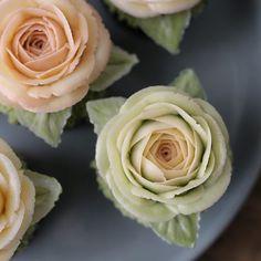 하노이 한송이 #플라워컵케이크 ~  _ #플라워케이크  #플라워케익 #대구플라워케이크  #버터크림플라워케이크  #꽃 #꽃케이크 #꽃스타그램  #케이크 #메종올리비아  #베이킹 #베이킹그램  #flowercake  #flower  #buttercreamdecorating  #buttercreamflowercake #buttercream  #buttercreamcake #koreaflower  #koreaflowercake  #bakingram #cake #maisonolivia