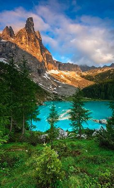 Sorapis lake in the Dolomites of northern Italy • photo: Joris Kiredjian on 500px