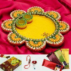 Blissful flower shaped thali with bhaiya bhabhi rakhi Arti Thali Decoration, Ganapati Decoration, Diwali Decorations, Festival Decorations, Diy Arts And Crafts, Clay Crafts, Wedding Gifts For Newlyweds, Rakhi Making, Heart Wedding Rings