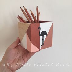 J'ai le plaisir de vous présenter cet article de ma boutique #etsy : Boite à crayons graphique cuivre et flamant rose #articlespourlamaison #bureau #graphique #accessoire #boiteenbois #ecole #bois #abstrait #boite Painted Wooden Boxes, Wood Boxes, Hand Painted, Pencil Boxes, Kirigami, Wood Design, Art Deco, Diy, Boutique Etsy