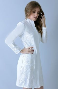 Jaleco Lysa - Off white Doctor White Coat, White Salwar Suit, Lab Coats For Men, Scrubs Outfit, Nurse Costume, Medical Uniforms, Hijab Fashion, Fashion Outfits, Beautiful Blouses