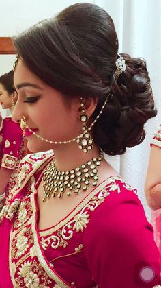 Wedding Hairstyles For Indian Bride Trendy Hairstyle Look Graceful On Your Weddi. Wedding Hairstyles For Indian Bride Trendy Hairstyle Look Graceful On Your Weddi. Bridal Hairstyle Indian Wedding, Indian Wedding Makeup, Bridal Hair Buns, Diy Wedding Hair, Bridal Hairdo, Indian Wedding Hairstyles, Indian Hairstyles For Saree, Indian Bridal Fashion, Saree Hairstyles