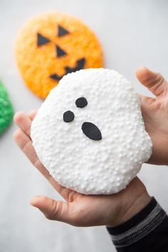 Ghost themed Halloween floam. Check out this easy and fun Halloween sensory friendly activity for the kids to enjoy this fall! Halloween Floam for Kids. Grab our free recipe and video showing you how to make halloween floam. Halloween Science, Halloween Activities For Kids, Holiday Activities, Diy Crafts For Kids, Homemade Halloween, Easy Halloween, Halloween Crafts, Halloween Stuff, Halloween Party