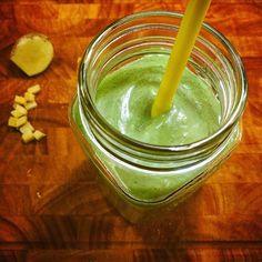 Hvem har prøvd dagens #smoothie? Ananas & ingefær, to ingredienser jeg er veldig glad i! Det er fortsatt mulig å melde seg på årets første #Smoothieutfordring - følg link i bio. Nå ligger både handleliste og alle oppskrifter for uke 1 på bloggen, og handleliste for uke 2. 😋🌱💚 #matfrabunnen #smoothies #greensmoothie #greensmoothiechallenge #sunnesmoothies