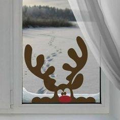 decoration de noel pour fenetre avec Rudolph curieux au nez rouge