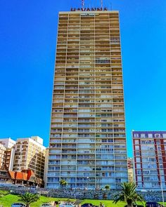 Gigante. Edificio característico de Mar del PLata,#fotos,#fotografias,#mardelplata ,#edificios,#paisajeurbano,#fotografiacallejera,#fotografos_argentina,@fotossinporque,#Photos,#cityscape,