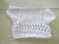 Tutorial Calcetines bebé | Baby Booties Knitting Pattern, Knitted Booties, Crochet Baby Booties, Knitting Patterns, Knitting For Kids, Baby Knitting, Diy Baby Socks, Crochet Slipper Boots, Baby Stocking