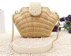 Amazing Shell Wicker Straw Handbag, Best for Beach Traveling and fun, Shell Ocean Straw Handbag is Handmade by milanblocks. Straw Handbags, Cute Handbags, Purses And Handbags, Basket Bag, Cute Purses, Summer Bags, Evening Bags, Cross Body Handbags, Bag Accessories